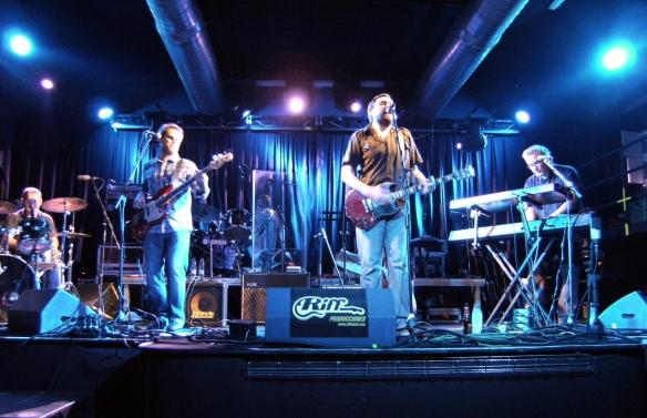 Massena en Sevilla, abriendo el concierto de la banda canadiense Blue Rodeo.