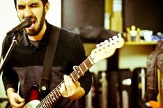 Alex Matía, guitarra y voz.