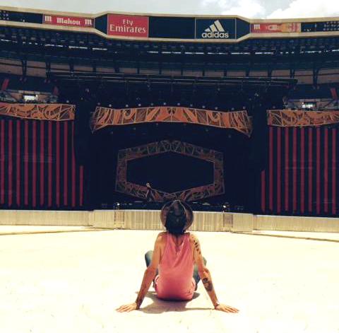 Leiva ante el escenario de los Rolling Stones. Foto: web oficial Leiva